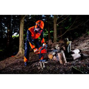 Waldarbeiter Schutzhelm Set mit Gittervisier und Ohrenschutz PW98 Portwest orange Beispielbild Wald